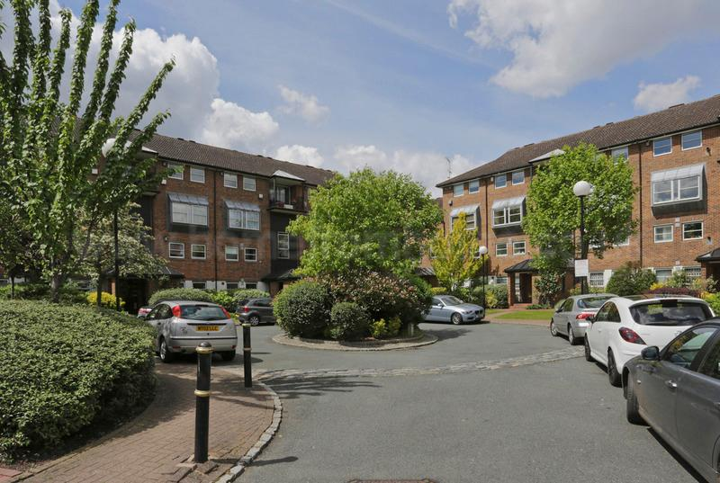 Quaint and sunny 2 bedroom apartment which offers great views over the River Thames in Battersea - Image 1 - London - rentals