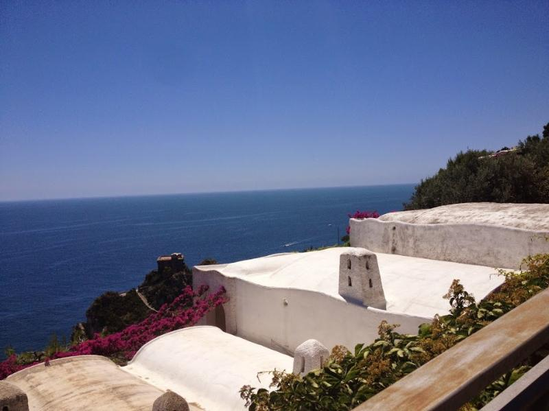 Roberta typical house seas view and easy parking nearby - Image 1 - Conca dei Marini - rentals