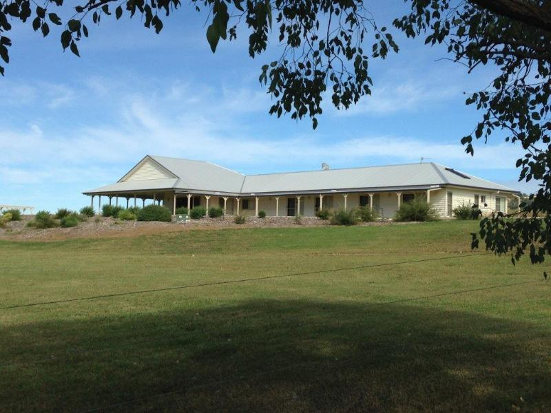 Beautiful Dumaresq Homestead and surrounding gardens - Rural Luxury Holiday Rental - Tenterfield - rentals