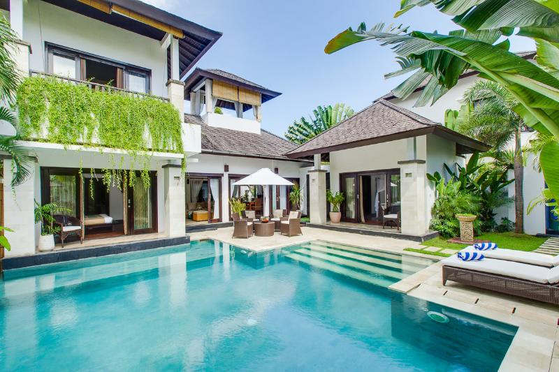 Welcome to villa Cempaka! - Roof-top bale and speed boat. Villa Cempaka - Nusa Dua - rentals