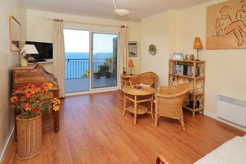 Apartment near the beach. Great views! 3 bedrooms. Costa Brava, Spain - Image 1 - Tamariu - rentals