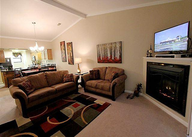 Living Room - Masterpiece Retreat- Updated 2 bedroom/ 2 bath condo located at The Foothills - Branson - rentals