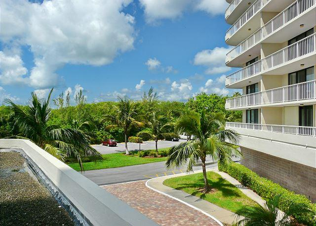 Bright, clean beachfront condo w/ heated pool & tennis courts - Image 1 - Marco Island - rentals