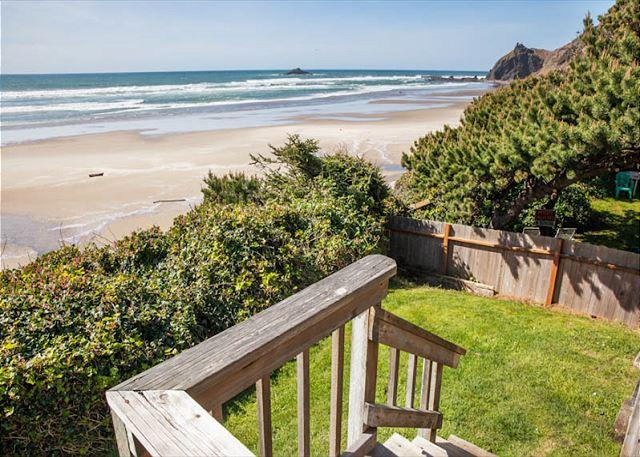 Cozy, Rustic Beach Cottage w/ Panoramic Ocean Front Views in Road's End. - Image 1 - Lincoln City - rentals