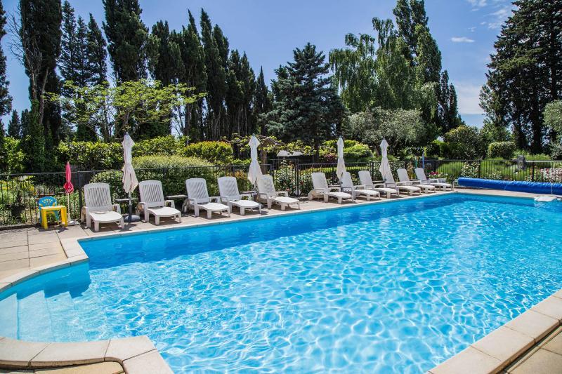 """""""Le Cabanon"""" studio, pool, 10min from Avignon - Image 1 - Rognonas - rentals"""
