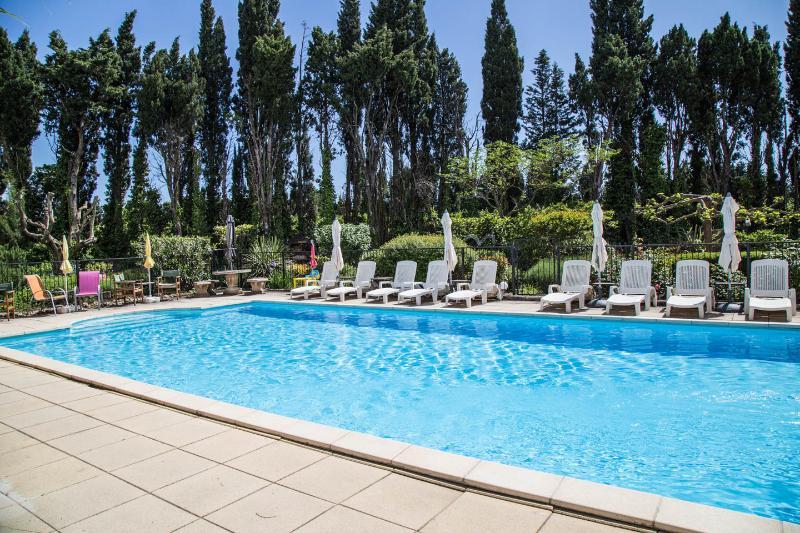 Traditional 17c Provencal Mas, 4bed, 4bath, Pool - Image 1 - Rognonas - rentals