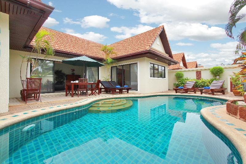 Spacious 2Bedroom Talay Time Villa, near the beach - Image 1 - Pattaya - rentals