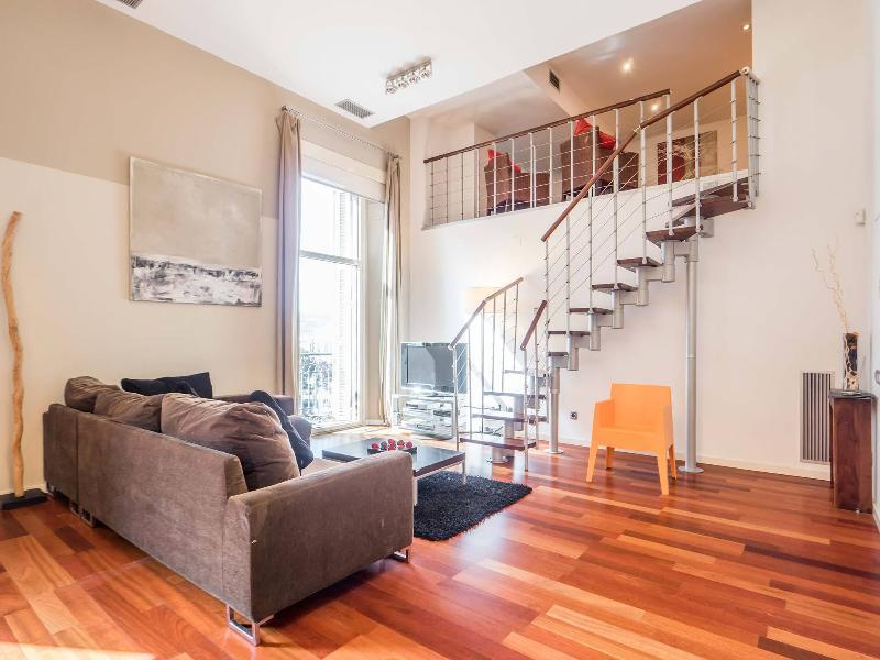 Living room with loft - New Plaza Catalunya Lux Apartment - Barcelona - rentals