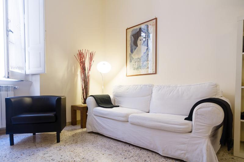 Cosy 4 people equipped Apt close to Spanish steps - Image 1 - Rome - rentals