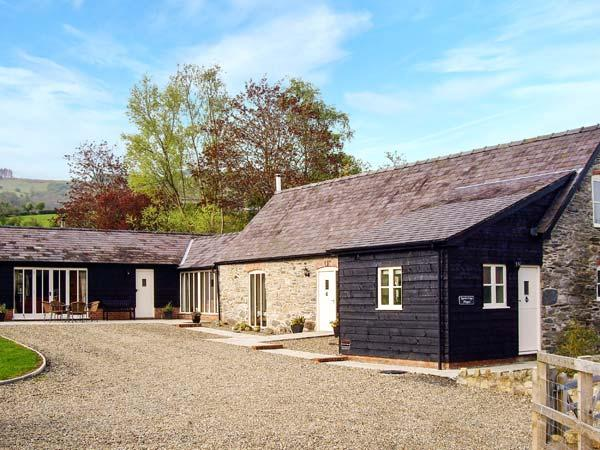 YSGUBOR CELYN MEGAN'S, detached, family-friendly cottage, two woodburners, in Chirk, Ref 19081 - Image 1 - Chirk - rentals