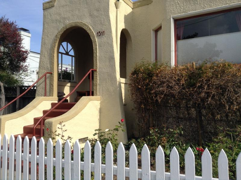 Sweet home away from home. quiet street. walking distance to everything. - Beautiful Home in a GREAT Location - Berkeley - rentals