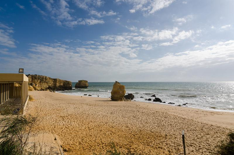 Lovely flat walking distance to the beach 43b - Image 1 - Albufeira - rentals