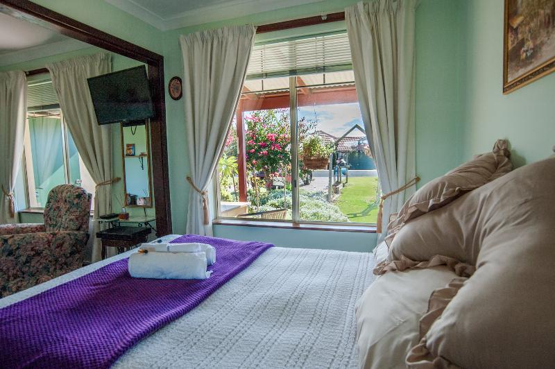 Garden view from air conditioned double bed sitting room - Dog Friendly Busselton Marina Bed and Breakast - Busselton - rentals