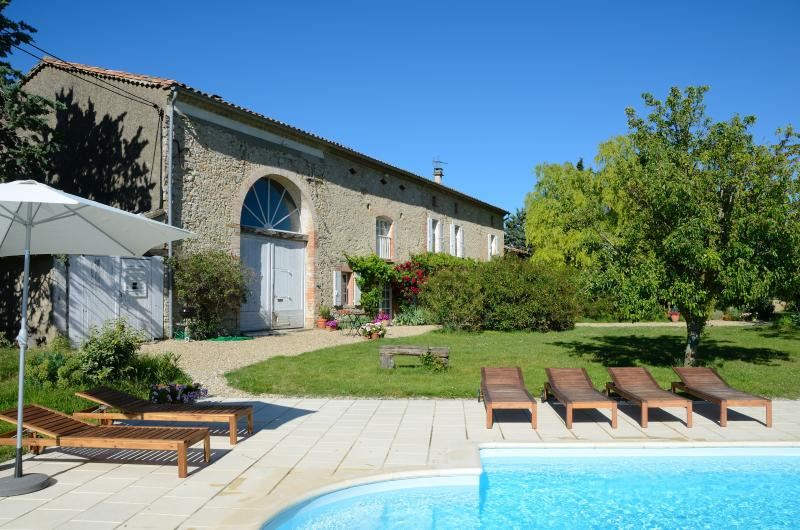 Pépoulie in May - Beautiful 18th century farmhouse, rural SW France - Puylaurens - rentals