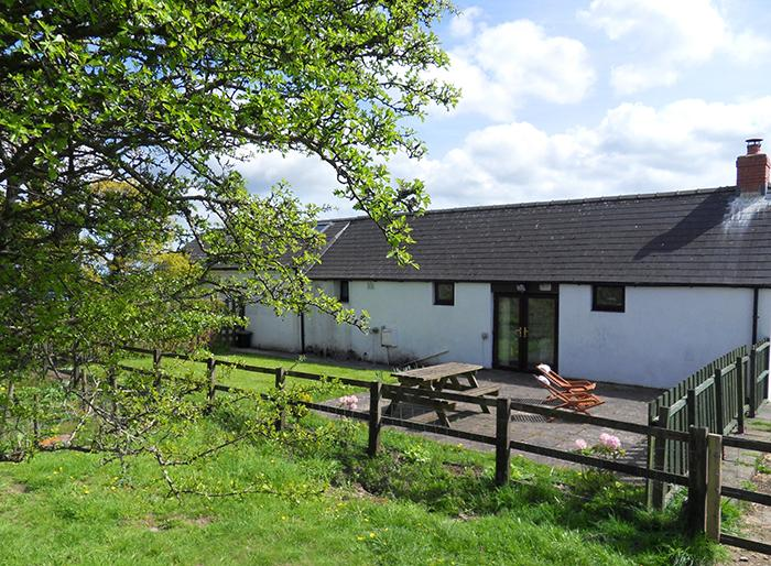 Five Star Child Friendly Holiday Cottage - Hill Top Farm Cottage, Martletwy - Image 1 - Pembrokeshire - rentals