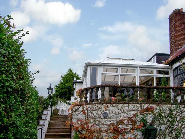 BRON-Y-BRYN COTTAGE, family friendly, with a garden in Gwaenysgor Near Prestatyn, Ref 7845 - Image 1 - Gwaenysgor Near Prestatyn - rentals