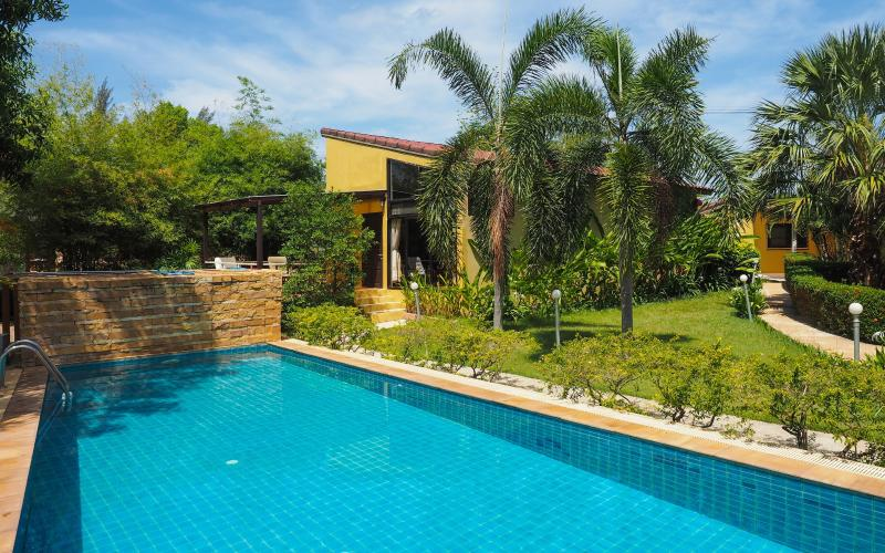 Exterior view. Swimming pool size 10M x 5M - Charming Pool Villa in Long Beach, Koh Lanta - Ko Lanta - rentals