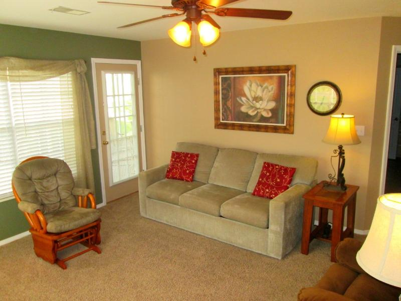 The living room seats 6. Queen sized sofa sleeper and rocker. - Brook, pool side walk in, 2 Kings, Recliners, WiFi - Branson - rentals