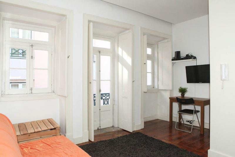Casa Sao Jose - DIRECT LINE TO AIRPORT - FREE WIFI - Image 1 - Lisbon - rentals