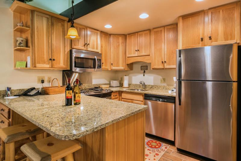 Storm Meadows: Club A, unit 212: Fully equipped kitchen - Storm Meadows Club A. Ski-in/out. Pool. Tennis - Steamboat Springs - rentals