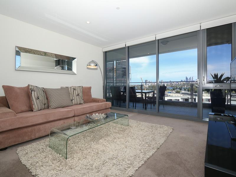 River and City Views - ABSOLUTE LUXURY - walk, ride, bus or train to CBD! - Perth - rentals