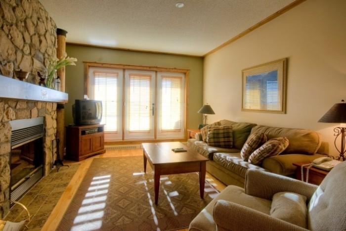 Lovely House with 1 Bedroom, 1 Bathroom in Mont Tremblant (L'Equinoxe | 154-2) - Image 1 - Mont Tremblant - rentals