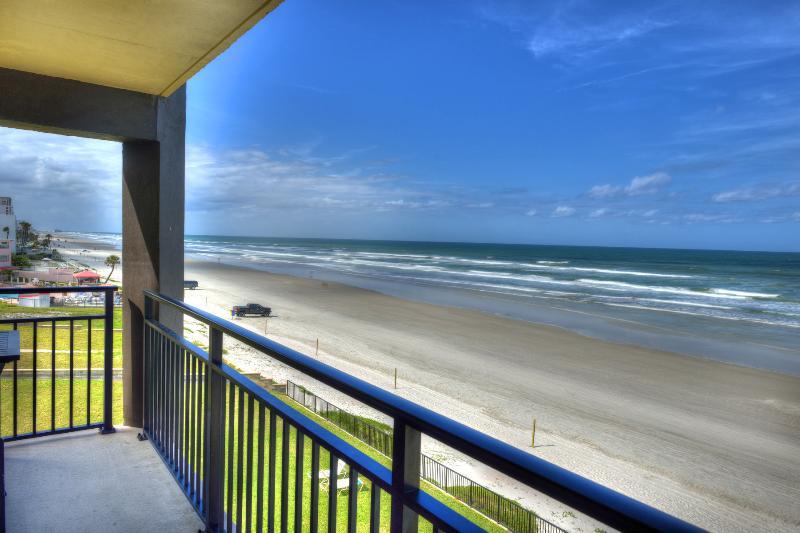 Hawaiian Inn Resort - Balcony - Hawaiian Inn Oceanfront - $600/ week thru Oct 10t - Daytona Beach - rentals
