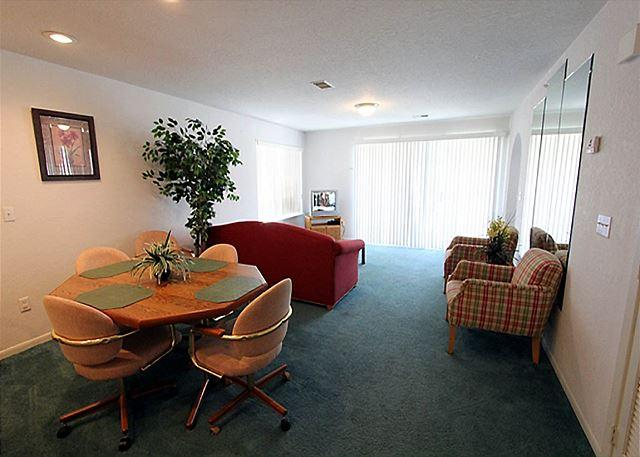 Living Room - Carefree Getaways- 2 Bedroom, 2 Bath Condo Overlooks Golf Course - Branson - rentals