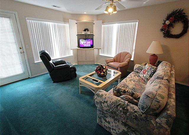 Living Room - Taneycomo Treasure- 2 Bedroom, 2 Bath Fall Creek Condo - Branson - rentals