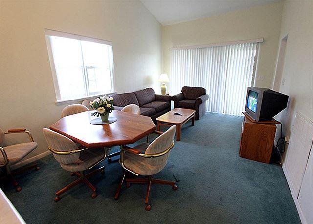 Living Room - Slice of Heaven- 2 Bedroom, 2 Bath Condo located at Holiday Hills Golf Resort - Branson - rentals