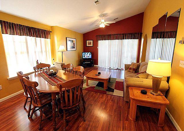 Living Room - Ozark Charm : 2 Bedroom, 2 Bath, Golf View Condo - Branson - rentals