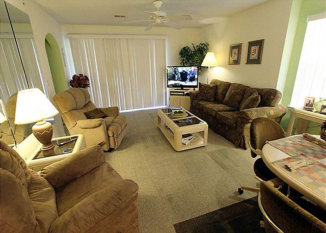 Living Room - Holiday Hideaway- 2 Bedroom, 2 Bath Condo with King Size Beds - Branson - rentals