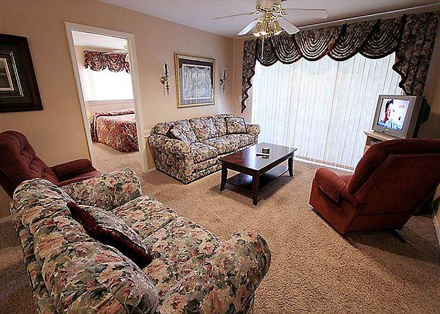 Living Room - A Charming Manor- 3 Bedroom, 3 Bath Condo with Wheelchair Access - Branson - rentals