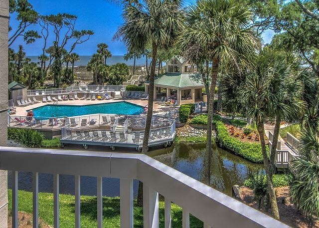 View - 206 Barrington Arms-2nd Floor and BEAUTIFUL!  Book now for the Fall/Winter. - Hilton Head - rentals