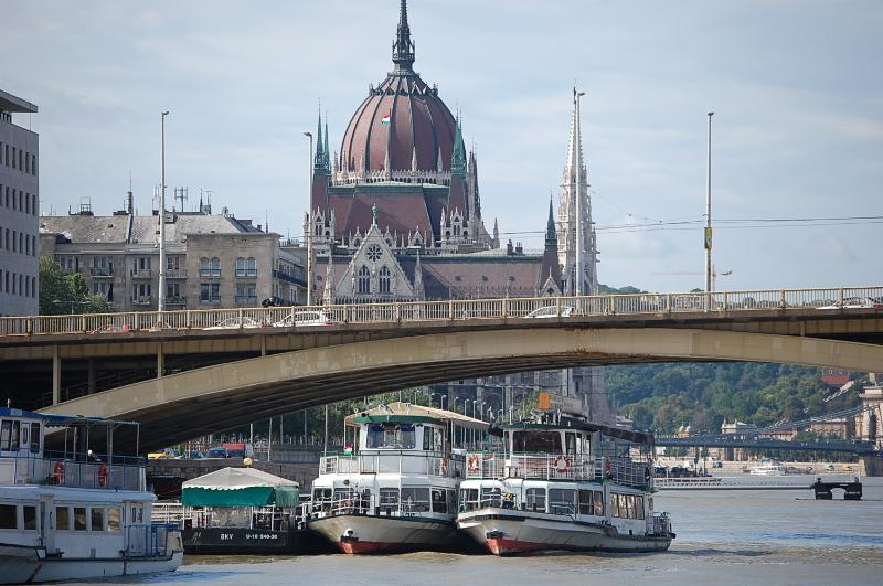 only 50 meters the nice and famous Margaret bridge - Danube river view 2 bedroom topfloor apartment - Budapest - rentals