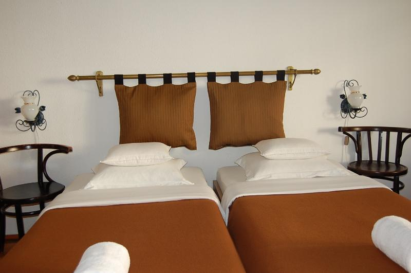 bedroom with Danube side view and hills - Danube river view 2 bedroom topfloor apartment - Budapest - rentals
