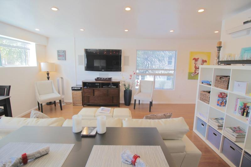 Main Living Area - 5 Star 2bd Modern Oasis w/Gourmet Inspired Kitchen - Los Angeles - rentals