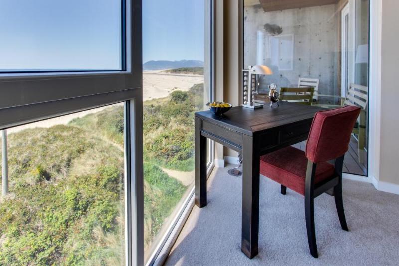 Contemporary oceanfront condo w/amazing views, pet-friendly! - Image 1 - Rockaway Beach - rentals