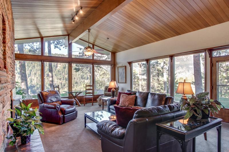 River Heights ~ expansive views, reposed and serene, spacious outdoors, cozy interior - River Heights - Leavenworth, WA - Leavenworth - rentals