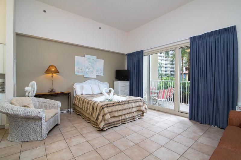 The Master Bedroom - Shores 1st Flr Studio 1 Bath Kitchen Reseved Park - Panama City Beach - rentals