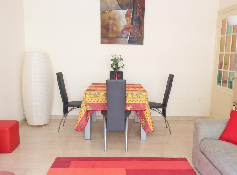 Dining area. Can seat six persons - Place Mozart Apartment Sleeps 2-5. Wifi, Terrace. - Nice - rentals