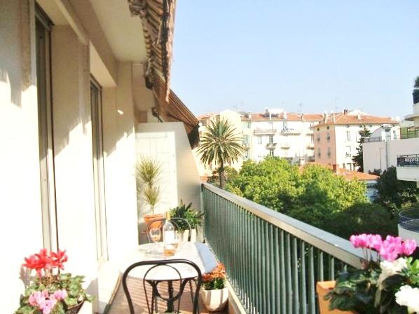 Bright sun terrace with space to dine out and sun bathe - Place Mozart Apartment Sleeps 2-5. Wifi, Terrace. - Nice - rentals