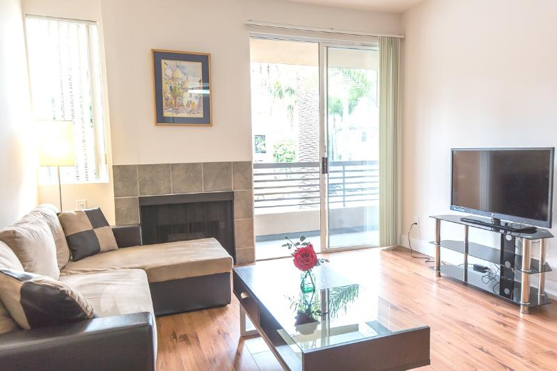 LUXURY 2+2+Private Patio+2 Parking+Great Location - Image 1 - Los Angeles - rentals