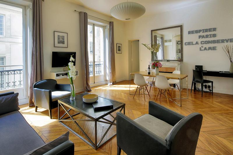 Living Room View One - Saint-Germain Chic Two Bedroom - Paris - rentals
