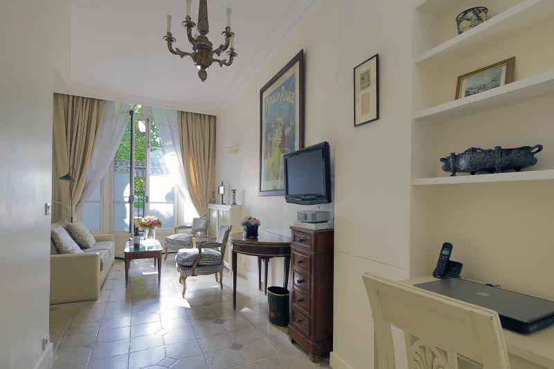 Living Room View One - Charming Gardens of Palais Royal Home - Paris - rentals