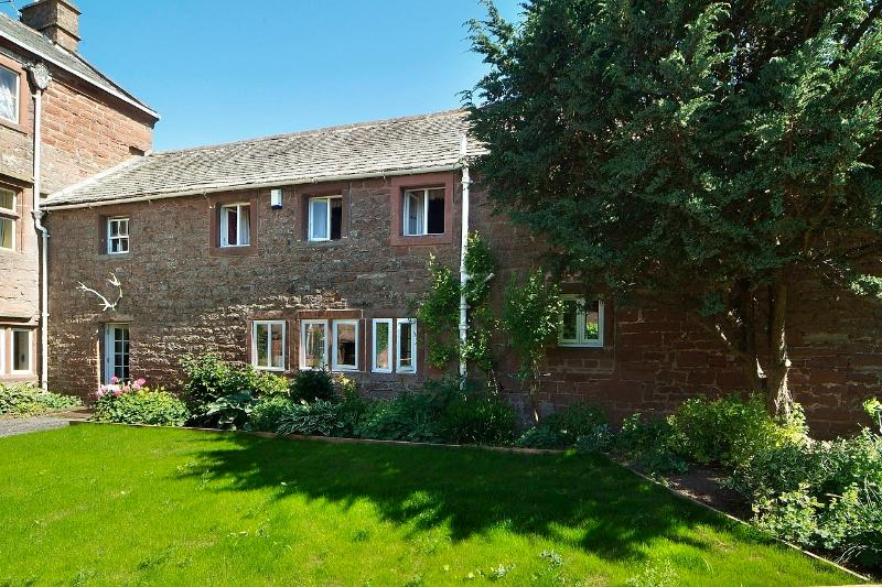 Stag Cottage, two bedrooms both ensuite, private front and gated rear gardens, open fire and terrace - Stag Cottage - Lake District - rentals