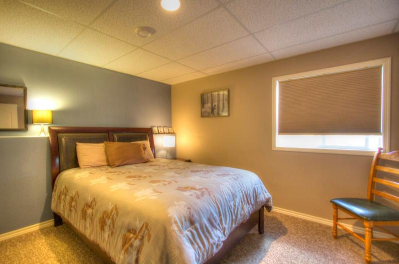 Garden Suite (Self-Contained) - 2 bedrooms, locate - Image 1 - Peachland - rentals