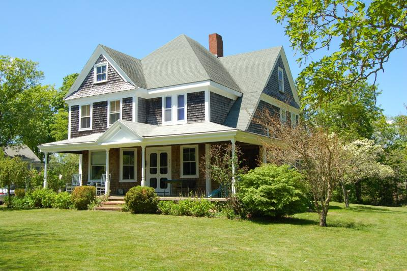 Front exterior with expansive porch - Cape Cod B&B in Historic Barnstable - Barnstable - rentals