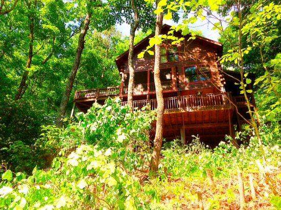 CR'S MOUNTAIN RETREAT-2BR/1.5BA- BEAUTIFUL MOUNTAIN VIEW CABIN SLEEPS 4, HOT TUB, SCREENED PORCH, POOL TABLE, AIR HOCKEY, WIFI, AND PET FRIENDLY! ONLY $115 A NIGHT! - Image 1 - Blue Ridge - rentals