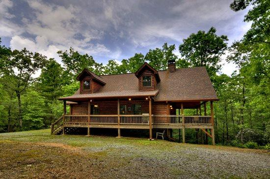 SOPHIE`S RETREAT- 3 BR/ 3.5BA CABIN, SLEEPS 8, PET FRIENDLY, HOT TUB, GAS GRILL, FIRE PIT, WOOD BURNING FIREPLACE, WIFI, POOL TABLE, SAT TV, MULTI- GAME ARCADE SYSTEM, CARD TABLE WITH BOARD GAMES, ONLY $145 A NIGHT! - Image 1 - Blue Ridge - rentals